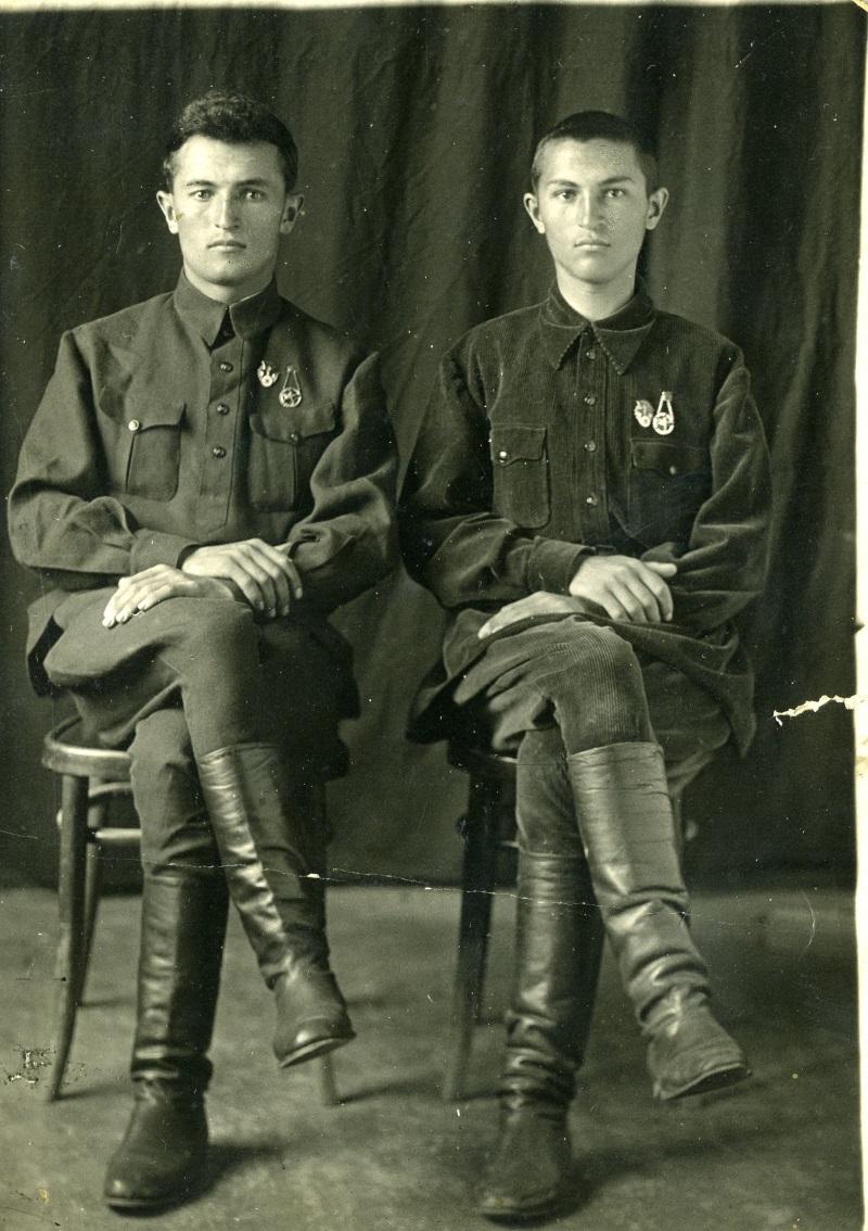 Братья Биджиевы Билял и Бурхан 21 мая 1937 г. г. Микоян-Шахар